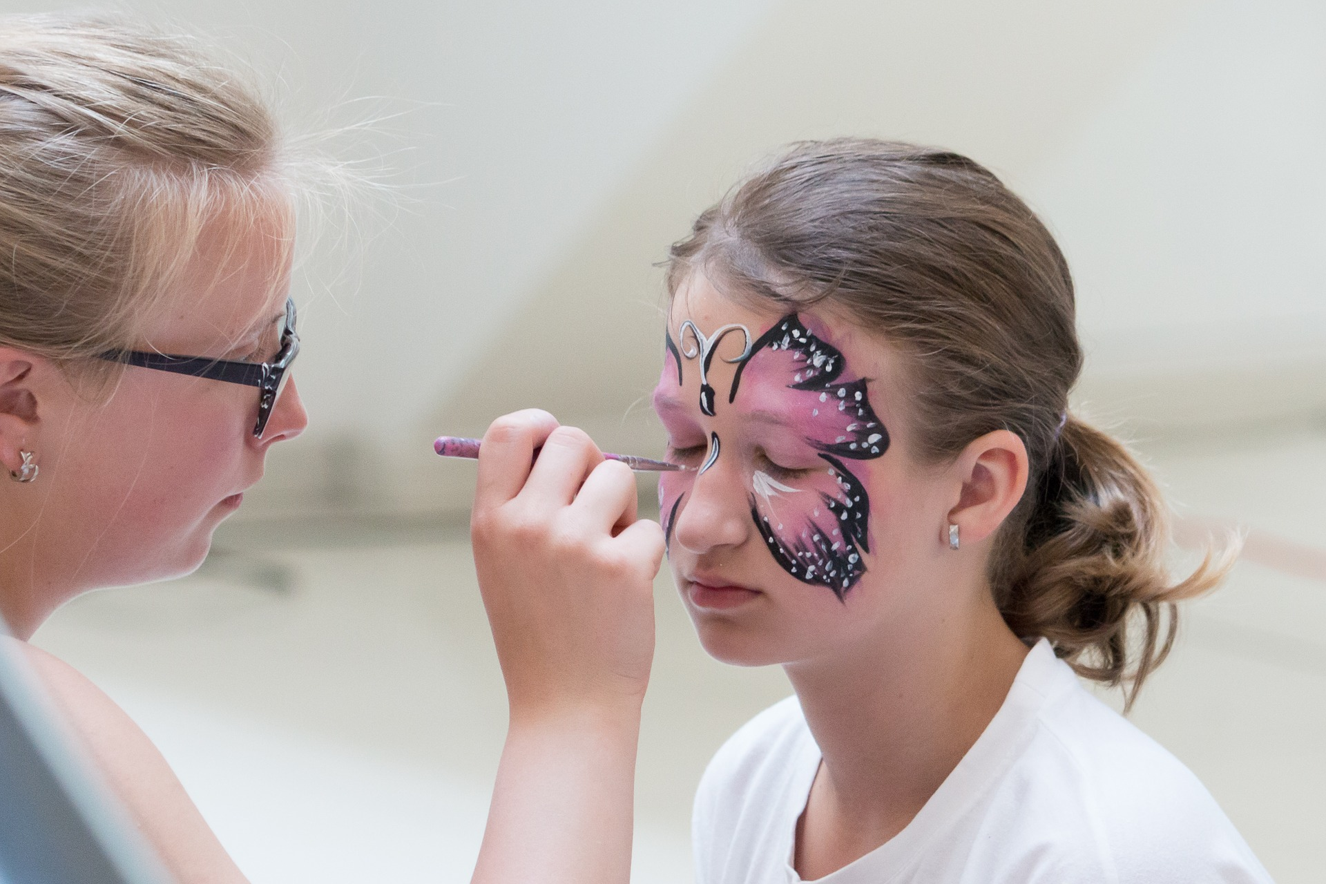 face-painting-2438355_1920